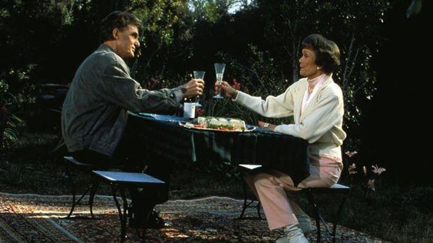 (6. Staffel) - In ihrem Kurhotel trifft Angela (Jane Wyman, r.) auf ihren alt...