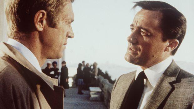 Der Polizeileutnant Frank Bullitt (Steve McQueen, l.) gesteht dem ehrgeizigen...