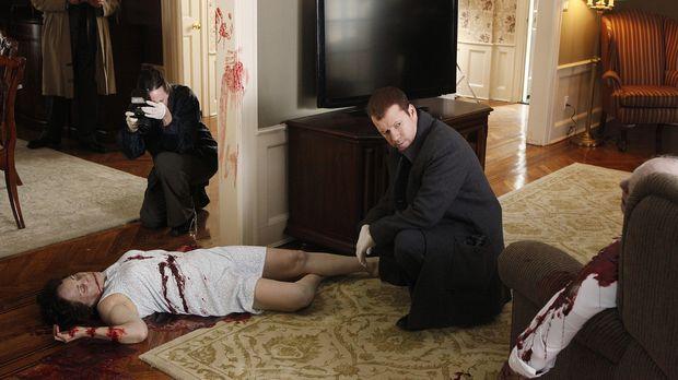 Danny (Donnie Wahlberg, r.) und Erin haben ihre ganze Kindheit mit den Nachba...