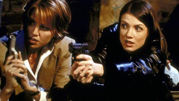 Die beiden Polizistinnen Amy (Kathy Evison, r.) und Taylor (Zoe McLellan, l.)...