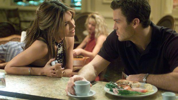 Sam (Vanessa Marcil, l.) ist seine ständige Casino-Hostess. Eines Abends gest...