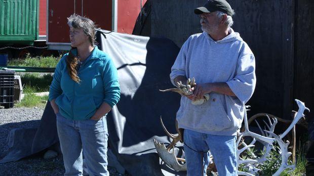 Wegen des hohen Arbeitsaufkommens im Camp hat Sue ihren Verwandten Rick für d...