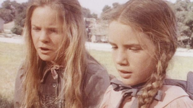 Laura (Melissa Gilbert, r.) muss sich um die kranke Nellie kümmern und brauch...