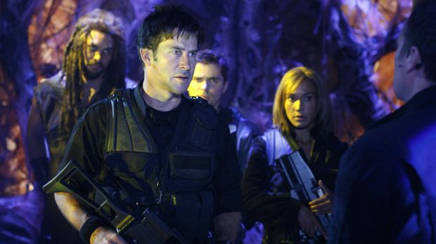 Als sich ein Wraith Schiff Atlantis nähert, glauben Ronon (Jason Momoa, l.),...