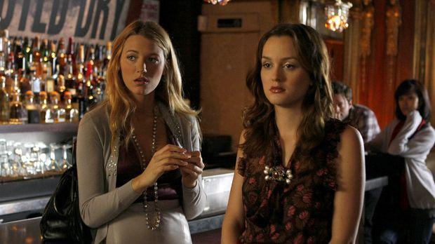 Serena (Blake Lively, l.) und Blair (Leighton Meester, r.) helfen Chuck, dami...