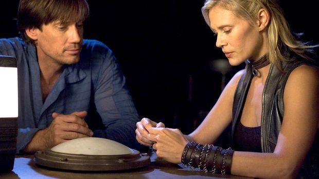 Verzweifelt suchen Dylan (Kevin Sorbo, l.) und Beka (Lisa Ryder, r.) nach dem...