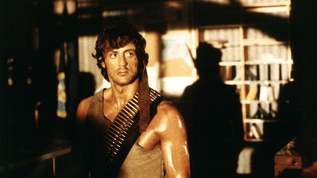 Top - Dschungelkämpfer Rambo (Sylvester Stallone) liefert seinen chancenlosen...