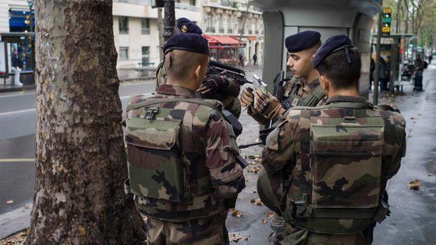 Französische Soldaten in Paris