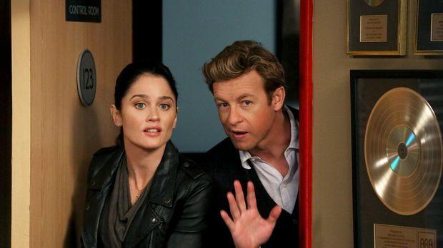 Ermitteln in einem neuen Mordfall: Teresa (Robin Tunney, l.) und Patrick (Sim...