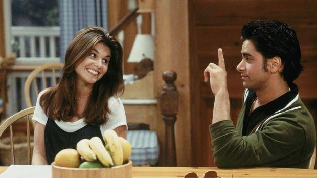 Becky (Lori Loughlin, l.) weiß, wie wichtig Jesse (John Stamos, r.) seine Ban...