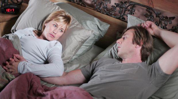 Hellseherin Allison Dubois (Patricia Arquette, l.) hat Angst vor dem Schlafen...