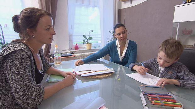 Jannik_macht_mit_Mutter_Ramona_Hausaufgaben © SAT.1