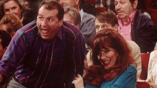 Al (Ed O'Neill, l.) und Peggy (Katey Sagal, r.) wohnen voller Aufregung der Q...
