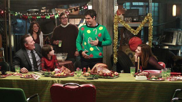 Selbst an Weihnachten haben Cabe (Robert Patrick, l.), Megan (Camille Guaty,...