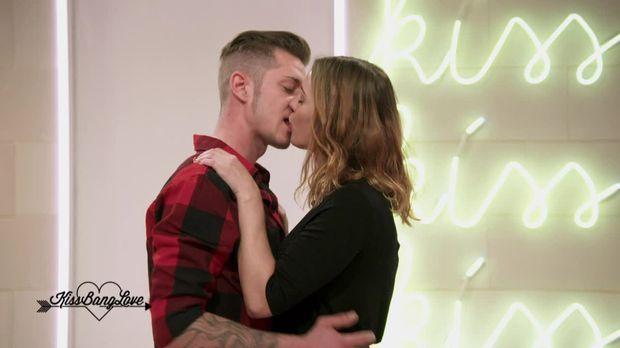 Kiss Bang Love - Kiss Bang Love - Staffel 1 Episode 1: Pia